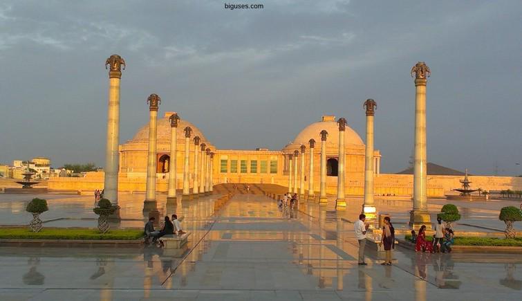 Best tourist places to visit in Uttar Pradesh
